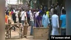 아프리카 나이지리아 북동부 마이두구리 시의 한 시장에서 25일 연쇄 자살폭탄 테러가 발생했다.