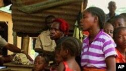 Des demandeurs d'asile Ivoiriens au Bureau de l'lmmigration du Liberia.