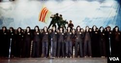 Du ca trong chương trình văn nghệ đấu tranh tại San Jose Center for Performing Arts năm 1982 (Ảnh: Bùi Văn Phú)