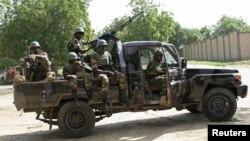 Pasukan Niger mengamankan kawasan di Diffa di Niger (foto: dok). Boko Haram menyerang desa di Diffa, menewaskan 15 orang.