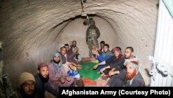 عکس (ارشیف) د طالبانو بند کې افغان سرتیري