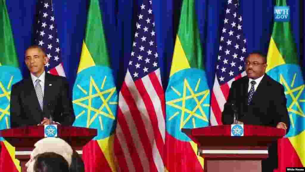 Le président Braack Obama parle au cours de la conférence de presse conjointe ave le Premier ministre éthiopien Hailemariam Desalegn, lundi 27 juillet 2015.