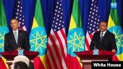 美国总统奥巴马星期一与埃塞俄比亚总理德萨莱尼在会谈后举行的联合记者会上 (2015年7月27日)