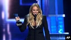 Miranda Lambert hizo historia al recibir el octavo premio como Vocalista Femenina del Año de ACM, el domingo, 2 de abril, de 2017.