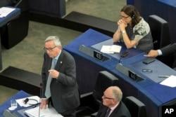 ປະທານຢູໂຣບ ທ່ານ Jean-Claude Juncker ຢູ່ກອງປະຊຸມໃນ Strasbourg, ພາກໃຕ້ຝຣັ່ງ 8 ກໍລະກົດ 2015.
