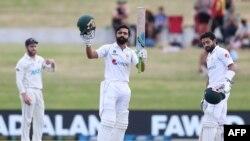 فواد عالم کو طویل عرصے تک ٹیم سے باہر رکھنے پر پاکستان کرکٹ بورڈ پر تنقید کی جاتی رہی ہے۔