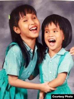 Dua sahabat tunanetra yang bersahabat sejak kecil, Salsa (kiri) dan Andrea (Dea) (foto: courtesy).