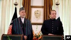 نواز شریف اور افغان صدر کرزئی (فائل فوٹو)