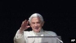 Papa Benedikt XVI tokom današnje molitve u Vatikanu, 17. februar, 2013.