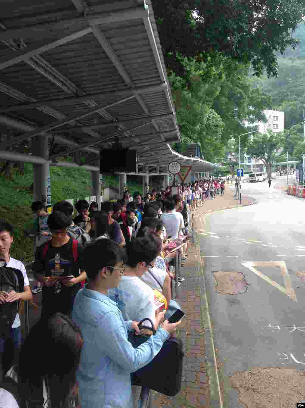 香港大专学生罢课(美国之音海彦拍摄)