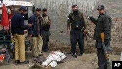 14일 파키스탄 서북부 반누의 경찰서 주변에서 발생한 폭탄 테러 현장.