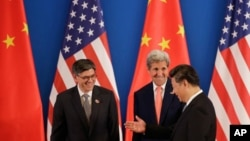 China's President Xi Jinping, right, chats with U.S. Secretary of State John Kerry, center, and U.S. Treasury Secretary Jacob Lew during the joint opening ceremony of the 8th U.S.-China Strategic and Economic Dialogues in Beijing, Monday, June 6, 2016. (AP Photo/Andy Wong)
