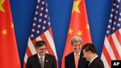 တရုတ္သမၼတ ရွီက်င့္ပင္ႏွင့္ အေမရိကန္ ႏိုင္ငံျခားေရး ၀န္ႀကီး ဂၽြန္ကယ္ရီ။ (AP Photo/Andy Wong)