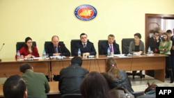 FMN, Shqipëria të ulë deficitin buxhetor dhe borxhin e brendshëm