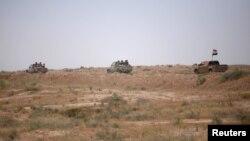 지난 5월 시리아와 인접한 이라크 국경지역에 이라크와 이란의 지원을 받는 시아파 민병대 민중동원군(PMF) 차량들이 보인다.