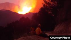 Langit merah akibat kebakaran hutan terlihat di California (dok: Yulfiano)