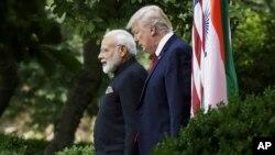 آقای ترامپ برای اولین بار میزبان یک رهبر خارجی برای ضیافت شام در کاخ سفید است.