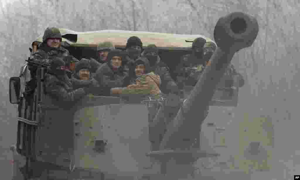 تازہ معاہدے کے مطابق فریقین ان سرحدی علاقوں سے منگل تک بھاری ہتھیار واپس لے جانا تھے۔