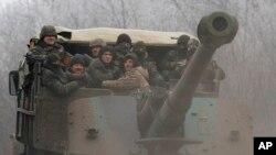 Pasukan Ukriana mengendalikan Debaltseve, kota strategis di Ukraina timur Selasa (17/2), tapi dikepung oleh separatis.