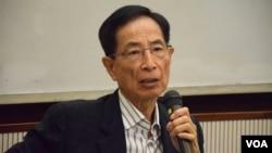李柱銘表示,北京逐步以「黨人」治港,違反基本法初衷,但認為毋需修改基本法。(美國之音湯惠芸拍攝)