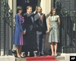 Britanski premijer David Cameron i predsjednik SAD Barack Obama sa suprugama ispred premijerske rezidencije u Downing Streetu