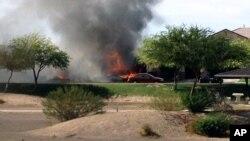 Požar nakon pada vojnog aviona na jedno naselje u kalifornijskom gradu Imperijal