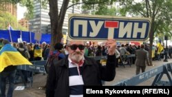 Борис Кузнецов на протестной акции в Нью-Йорке. Архивное фото