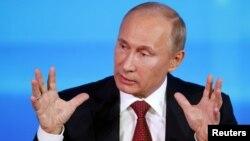 روس کے صدر ولادی میرپوٹن ماسکو میں ایک نیوز کانفرنس کے دوران۔ 20 دسمبر 2012