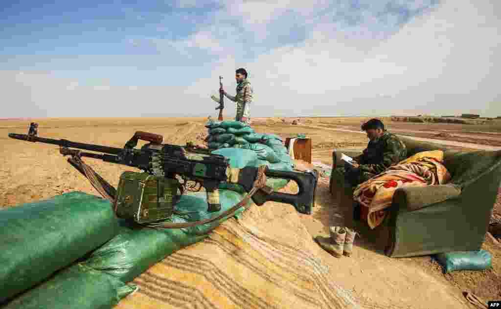 عراق کی فورسز نے شدت پسند تنظیم داعش سے موصل شہر کے مغربی حصے کا قبضہ واگزار کروانے کے لیے کارروائی شروع کر دی ہے۔