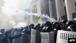 Protesti ispred parlamenta u Kijevu