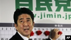 일본의 대표적인 우익 정치인 아베 신조 자민당 총재