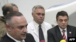 Arhivski snimak direktora Instituta za onkologiju i radiologiju Srbije, Nenada Borojevića i ministra zdravlja Tomice Milosavljevića.