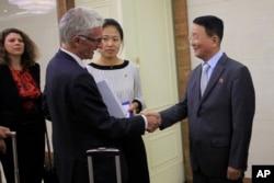 마크 로우코크 유엔인도주의업무조정국 국장이 9일 북한을 방문했다.