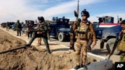 이라크 정부군 병사들이 지난 2월 바그다드 북부 라마디에서 알카에다 공격을 준비하고 있다. (자료사진)