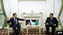 Президент России Дмитрий Медведев и Президент Туркменистана Гурбангулы Бердымухамедов
