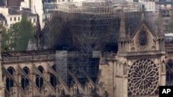 នេះជាទិដ្ឋភាពរបស់វិហារ Notre Dame ដែលថតពីកំពូលអគារ Montparnasse កាលពីថ្ងទី១៦ ខែមេសា ឆ្នាំ២០១៩ ក្នុងក្រុងប៉ារីស ប្រទេសបារាំង។