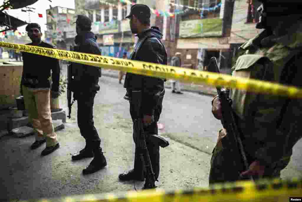یہ دھماکا راولپنڈی میں فوج کے صدر دفتر 'جی ایچ کیو' سے کچھ ہی فاصلے پر واقعہ آر اے بازار کے علاقے میں ہوا۔