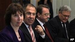 European Union အထူးကိုယ္စားလွယ္ Catherine Ashton, ရုရွႏုိင္ငံျခားေရးဝန္ႀကီး Sergey Lavrov,ရုရွား ဒု-ႏုိင္ငံျခားေရး၀န္ႀကီး Michail Bogdanovကို ဝါရွင္တန္ဒီစီ ႏုိင္ငံျခားေရးဌာန ညစာစားပြဲတြင္ ေတြ႔ရစဥ္။