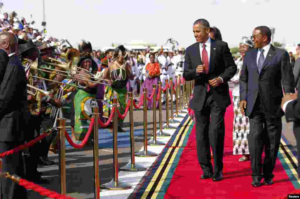 U.S. President Barack Obama dances as a Tanzanian band plays during an official arrival ceremony at Julius Nyerere Airport in Dar es Salaam, Tanzania, July 1, 2013. At right is Tanzanian President Jakaya Kikwete. REUTERS/Jason Reed (TANZANIA - Tags: POLIT