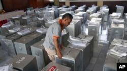 Cuộc bầu cử quốc hội hôm nay là cuộc bầu cử dân chủ lần thứ tư ở Indonesia kể từ khi chế độ độc tài kéo dài 32 năm của ông Suharto bị sụp đổ.