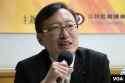 東吳大學政治學系副教授吳志中(美國之音楊明拍攝)