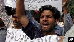 巴基斯坦民眾抗議美國無人駕駛飛機實施襲擊。
