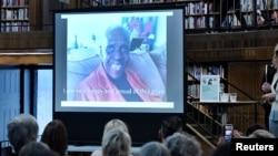 Nữ văn sĩ Maryse Condé, một tác giả từ Guadeloupe sống ở Paris, chia sẻ cảm nghĩ qua video tại buổi lễ loan báo bà được trao giải thay thế giải Nobel Văn chương của Tân Hàn lâm viện ở Stockholm, Thụy Điển, ngày 12 tháng 10, 2018.