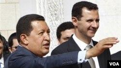 """Hugo Chávez, acaba de regresar de una gira internacional que incluiyó Siria, donde se reunió con el presidente Bashar Assad, y volvió a usar la expresión """"exprópiese""""."""