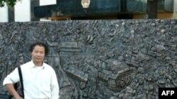 雕塑家陈维名和他的六四浮雕