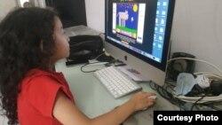 Seorang siswa SD di Jakarta belajar mandiri (courtesy: IGP Wiranegara).