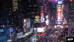 Miliona njerëz në mbarë botën vazhdojnë të festojnë Vitin e Ri 2011