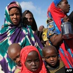 Somaliler Açlıktan Ölmemek İçin Kenya'ya Akın Ediyor