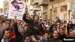Các cuộc biểu tình chống việc ông Morsi phong cho mình nhiều quyền hành hơn làm bùng ra các cuộc biểu tình phản đối ở thủ đô Cairo.