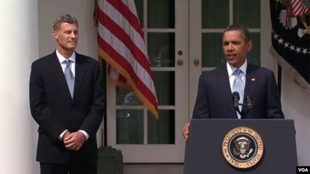 Tổng thống Hoa Kỳ Barack Obama (phải) và kinh tế gia Alan Krueger, cố vấn kinh tế Tòa Bạch Ốc
